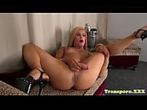 Glam tgirl shows off her ass while wanking