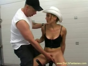 Naughty and lean brunette babe in cowboy hat tries fuck machine