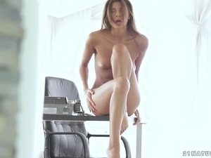 Maria Rya fingers herself in erotic solo scene
