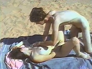 Amateur couple fuck doggystyle on a beach in homemade clip