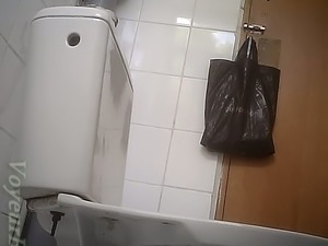 Mature and chunky white lady gets filmed on hidden cam in the toilet