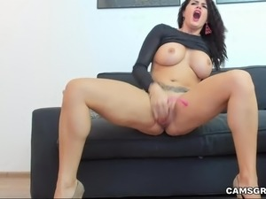 Cute Big Boobs Cammodel Stuffs Her Pussy And Squirts On Camera