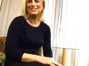Sexy German Mature Gives Erotic Blowjob