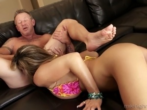 Bitchie housewife with big tits Kristal Summers gives wrinkled man rimjob