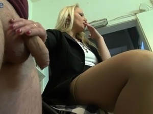 Housewifely buddy gets rewarded with a really nice blowjob performed by blondie