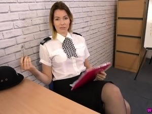 British policewoman Hannah Z wanna flash you her juicy titties
