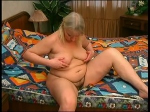Voluptuous blond haired BBW with big rack and saggy tits gonna go solo