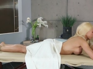 Great drilling session with stunning blonde vixen Luna Star