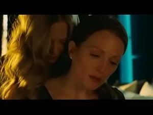 Chloe (Amanda Seyfried and Julianne Moore) -  Lesbian Scene