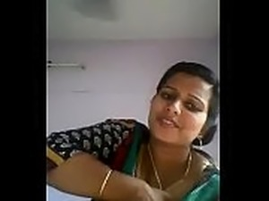 Kerala aunty showing her boobs