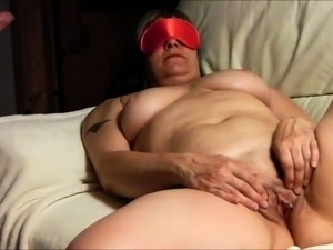 Blindfolded mature wife is made to enjoy intense pleasure