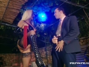 Mesmerizing and busty cougar Harmony Grant wants to seduce this guy