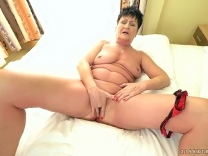 Short haired mature slut Anastasia ends up pussy fingering and lets dude join...