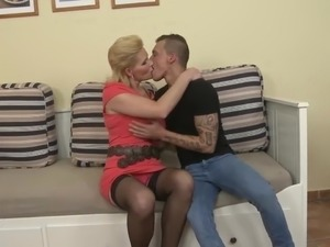 Bigtit mature mothers pleasing happy sons