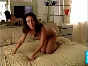 HOMEMADE  OLD - MATURE MARRIED COUPLESS DILDO ORGASM