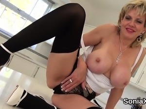 Cheating english mature lady sonia flaunts her heavy tits18M
