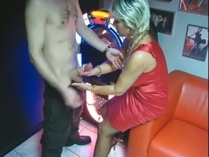 What a mature slutty lady gotta do when she wants dick