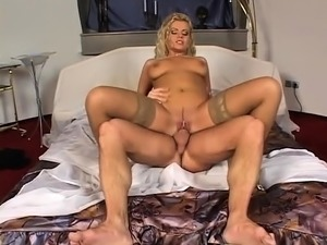 Horny MILF does a nice titjob with her huge boobs