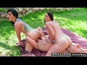(Rachel Starr, Romi Rain) share a cock outdoors - BRAZZERS