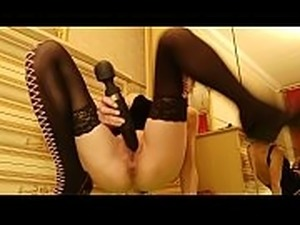 webcam slut smoking and stretching ass with a toy