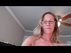 Ass Shaking Twerking Hot MILF