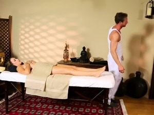 Gorgeous amateur pussyfucked by masseur