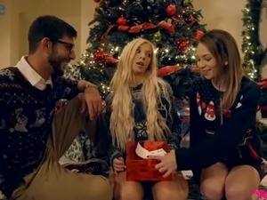 Xmas MFF threesome with lovely slender Kenzie Reeves gonna be really...