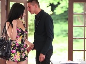 Real Estate Agent fucks a truly beautiful babe