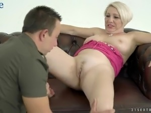 Horn-mad dude licks pussy and anus of voluptuous MILF Bibi Pink