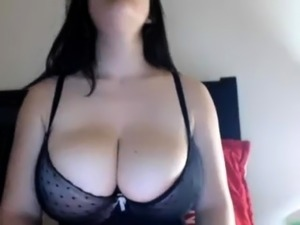 Beautiful amateur likes to masturbate onto webcam